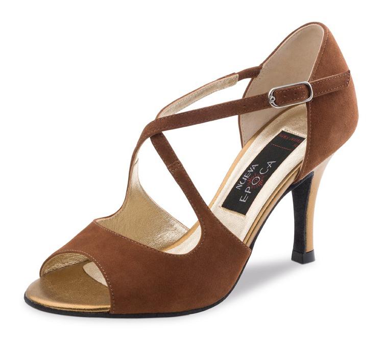 Chaussure de danse pour femme Nueva Epoca Tessa 7 est en daim marron, très confortable et souple, élégante avec son ouverture sur les orteils, brides croisées sur le pied pour un bon maintien du pied, talon en cuir de 7 cm. Idéal pour danse de salon, Danceworld à Bruxelles