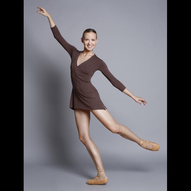 Robe FAYE de Ballet Rosa, manches longues, fendue sur les côtés, décolleté cache-coeur. Collection Bambou.