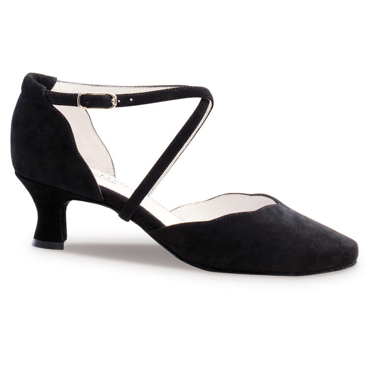 Chaussure de danse pour femme Anna Kern 572-50 est une chaussure fermée, en daim noir, très confortable et très élégante avec sa découpe en forme de vague, brides croisées sur le pied pour un bon maintien, talon 5 cm. Idéal pour danse de salon. Danceworld à Bruxelles