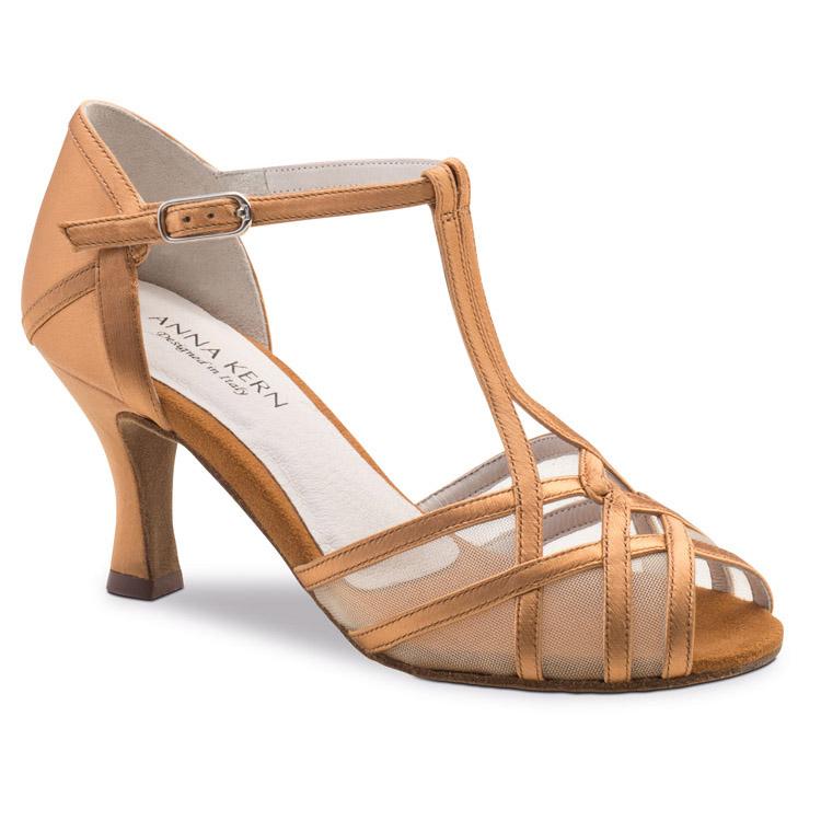 Chaussure de pour femme Anna Kern 640-60 est en satin, petite ouverture sur les orteils, filet transparent sur le dessus du pied, bride en T, très confortable et souple, talon 6 cm. Idéal pour danse de salon, Danceworld à Bruxelles