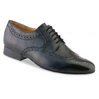 Chaussure de danse pour homme Werner Kern 28023 est en cuir souple, classique et très élégante avec sa pointe de chaussure perforé ( golf ), laçage 5 trous, talon 2 cm. Idéal pour danse de salon. Danceworld à Bruxelles