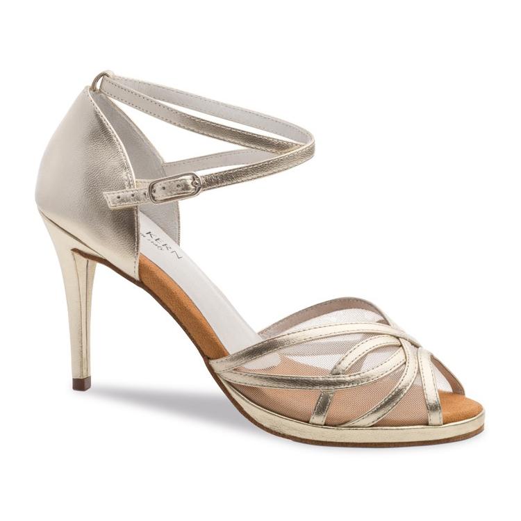 chaussure de danse pour femme anna kern 950-80, chaussure de danse de salon et bachata, est en cuir argenté, petite ouverture sur le devant, filet sur le dessus pour un bon maintien, bride autour de la cheville, talon 8 cm, semelle compensé, idéal pour danse de salon et bachata, danceworld à bruxelles
