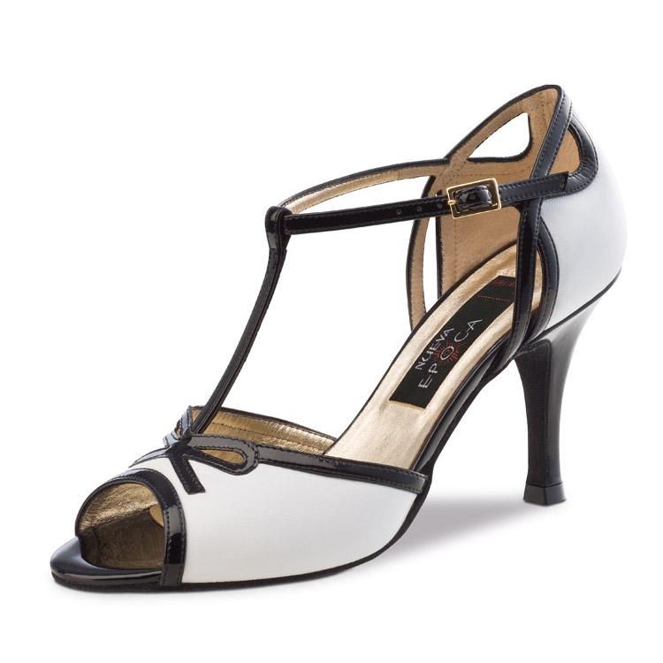 Chaussure de danse pour femme Nueva Epoca Paloma 7 est en cuir souple de couleur blanc avec un peu de noir, très élégante et confortable, tige en T, petite ouverture au talon et sur le devant du pied, talon 7 cm. Idéal pour danse de salon. Danceeworld à Bruxelles